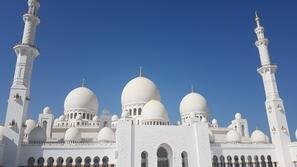 جامع الشيخ زايد بن سلطان آل نهيان رحمه الله في أبوظبي